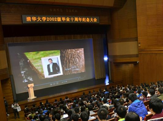 融贝网CEO司书甲作为毕业之周年优秀校友代表进行展示分享